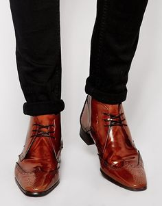 €244, Braune Brogue Stiefel aus Leder von Jeffery West. Online-Shop: Asos. Klicken Sie hier für mehr Informationen: https://lookastic.com/men/shop_items/151008/redirect