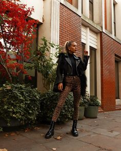 Leopard Pants Outfit, Tatjana Catic, Animal Print Pants, Cold Weather Fashion, Jean Outfits, Work Fashion, Winter Outfits, Vogue, My Style