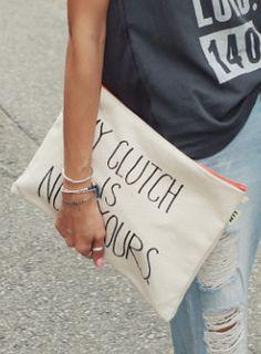Today's Hot Pick :ユニークレタリングクラッチバッグ【iamyuri】 http://fashionstylep.com/SFSELFAA0003801/iamyuriijp/out コットン素材を使ったシンプルなクラッチバッグです。 ユーモアのある英字レタリングがワンポイントに☆ ジッパー部分のオレンジライン配色でアクセントをプラス♪ ラフなカジュアルコーデにオススメのクラッチバッグ!!