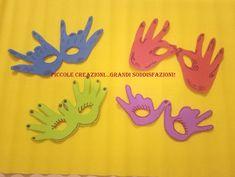 maschere di carnevale con impronte delle mani