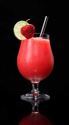 Captain Daiquiri 1.25 oz Captain Morgan™ Original Spiced Rum 1.75 oz sweet and sour mix 3 oz frozen strawberries 1 cup crushed ice