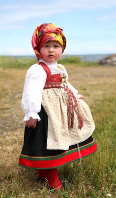 Norwegian girl Åmlibunaden - Magasinet BUNAD - Nor Folklore, Beautiful Children, Beautiful People, Folk Costume, Costumes, Norwegian Clothing, Folk Clothing, Kids Around The World, Traditional Dresses