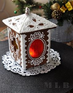 Lantern made from Christmas gingerbread cookies Gingerbread House Designs, Christmas Gingerbread House, Noel Christmas, Christmas Goodies, Christmas Desserts, Christmas Treats, Christmas Baking, Christmas Decorations, Xmas