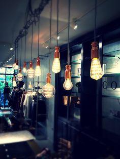 copper lights Hotel Costes, Copper Lighting, Jolies Choses, Retail Stores, Bar Interior, Public Spaces, Foyers, Le Jolie, Design Art
