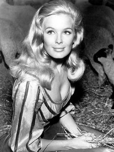 MISS GG '64: LINDA EVANS  Nineteen years after the Golden Globes began, the Hollywood Foreign Press Association started another tradition – the title of Miss Golden Globe. In 1964, then up-and-coming bombshell Evans, who went on to star in the TV western The Big Valley,
