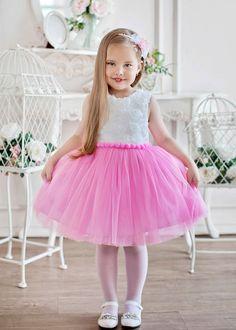 Нарядное детское платье - подкладка ХБ.  Отделка: цветы, шарики меховые. Материал: Фатин. Цвет; белый с розовым. Размеры: 92-98, 98-104  Другие размеры возможны под заказ, а так же по Вашим меркам  Мы не берем дополнительной платы http://lnk.al/3OdJ