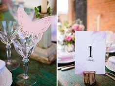 20 tischkarten hochzeit dekoration ideen rosa hochzeitstafel schmetterling Hochzeitsfarben Romantisch– Hochzeit in Rosa Inspiration