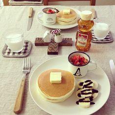 おはようございます。    Sunday pancake morning.    チョコバナナもついてるよ(笑)    無印の米粉パンケーキミックス美味しい*    スーパーに買い出しに行かなくちゃ。    皆さまも楽しい日曜日をお過ごしくださいねෆྉꈍ ◡ ꈍ ℒ ͦ ͮ ͤ ♡ #Padgram