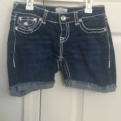 Denim shorts Denim shorts in perfect condition. Nothing missing. Worn once. The bottoms are frayed but can be rolled up. ☀️NEXT DAY SHIPPING☀️ LA Idol USA Shorts Jean Shorts