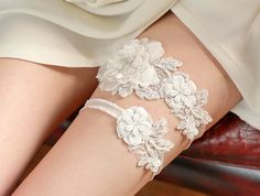 Wedding+Garter+Set+Bridal+Garter+Set+Ivory+Lace+от+woomeepyo,+$65.00