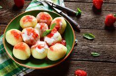 Jahodové guľky v krupicovom ceste | Recepty.sk Watermelon, Peach, Apple, Fruit, Basket, Apple Fruit, Peaches, Apples