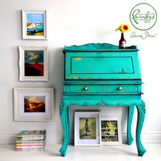 Be inspired by Chalk Paint® decorative furniture paint, fabric and upcycling projects from Annie Sloan and her Painters in Residence from around the world. Annie Sloan Painted Furniture, Chalk Paint Furniture, Annie Sloan Chalk Paint, Cabinet Furniture, Furniture Makeover, Furniture Decor, Bright Painted Furniture, Tinta Spray, Repurposed Furniture