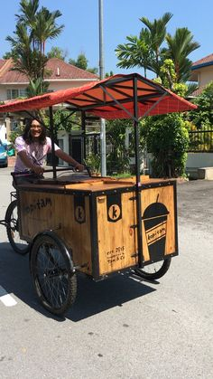 Our 1st handcrafted coffeebike. Coffee Carts, Coffee Shop, Vendor Cart, Taco Cart, Bicycle Cafe, Mobile Restaurant, Mobile Food Cart, Food Cart Design, Bike Food