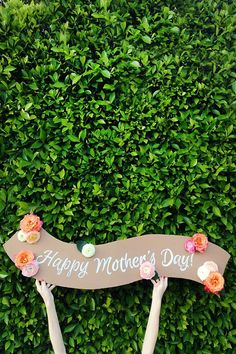 Mother's Day Table Decorations to Help Celebrate Mom! Looking for the hottest Mother's Day decorations ideas for the moms in your life? Mother's Day is a great day to celebrate Mothers Day Decor, Mothers Day Cake, Diy Mothers Day Gifts, Mothers Day Brunch, Happy Mothers Day, Diy Gifts, Handmade Gifts, Diy Mother's Day Brunch, Brunch Decor