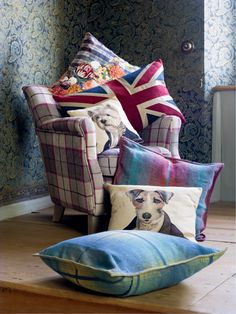 Pfister: Very british! Sweet Home, Bed Pillows, Cushions, English House, Life Is Beautiful, Blog, British, Cozy, Antiques