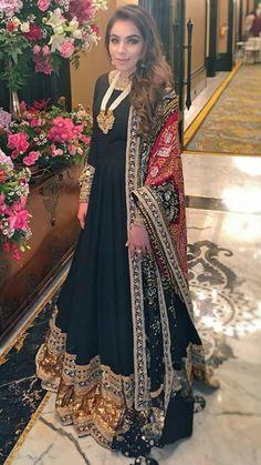 Indian Bridal Outfits, Pakistani Wedding Dresses, Pakistani Dress Design, Pakistani Outfits, Batik Fashion, India Fashion, Asian Fashion, Shadi Dresses, Indian Dresses