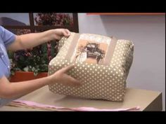 Como hacer un Bolso para la Maquina de coser. 1/5 - YouTube Diy Craft Projects, Diy Crafts, Wallet Tutorial, Diy Purse, Patchwork Bags, Sewing Projects For Beginners, Purses And Bags, Crochet, Pattern