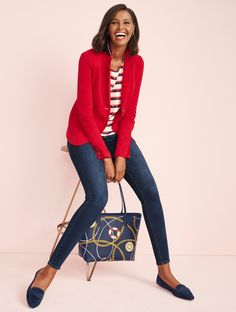 Think signature pieces—those key pieces you'll wear now and always go back to—in classic blue and red. You'll find they mix so easily with what you already have in your closet., it's like we've redefined the idea of versatility. Business Casual Outfits, Casual Fall Outfits, Spring Outfits, Casual Wear, Red And White Outfits, Blue Jean Outfits, 50 Fashion, Fashion Outfits, Fashion Tips