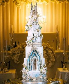 Cakes This fairytale wedding cake is topped with perfection and enchanting sugary details! Dragon Wedding Cake, Castle Wedding Cake, Wedding Cupcakes, Extravagant Wedding Cakes, Amazing Wedding Cakes, Amazing Cakes, Princess Wedding Cakes, Cinderella Wedding, Cinderella Cakes