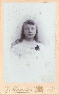 359. Jeanne Huissoon