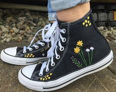 Stars and Flowers Embroidered Converse Hand embroidered converse wit. - Stars and Flowers Embroidered Converse Hand embroidered converse with a bundle of flowe - Mode Converse, Diy Converse, Converse Design, Converse Style, Dress And Converse, Colored Converse, Floral Converse, Converse Vintage, Galaxy Converse