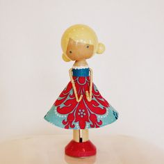Clothspin dolls - girls, and I like the way she does the arms.
