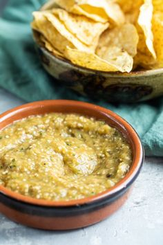 An easy, spot-on copycat recipe for Chipotle's Tomatillo-Green Chili Salsa, their medium-heat version of Salsa Verde. #salsaverde #salsa Best Mexican Recipes, Favorite Recipes, Ethnic Recipes, Chili's Salsa Recipe, Green Chili Salsa, Snack Recipes, Cooking Recipes, Yummy Recipes, Finger Food Appetizers