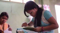 Para salvar rinocerontes e oferecer renda a trabalhadores de uma vila indiana, o engenheiro de minas Mahesh Bora, 72 anos, teve uma ideia inusitada: transformar o cocô dos animais em papel.