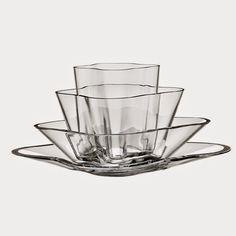 Alvar Aalto Iittala Aalto-flower (kukka) vase 180 x 360 mm, clear glass Finland Alvar Aalto, Glass Flower Vases, Flower Bowl, Decorative Objects, Decorative Bowls, Architecture Organique, Clear Glass, Glass Art, Centre Pieces