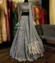 Wedding salwar suits - New Designer Lehenga 16 Designer Bridal Lehenga, Bridal Lehenga Choli, Designer Lehanga, Lehenga Choli Designs, Indian Bridal Outfits, Indian Designer Outfits, Indian Wedding Gowns, Punjabi Wedding, Indian Lehenga