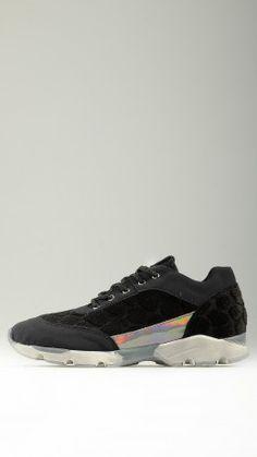 Flocked animal pattern runner shoes
