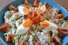 Huzarensalade staat nou niet echt bekend als een gezonde salade. Als het voorverpakt is niet nee. Maar zelf gemaakt kan het best. Niet te veel mayonaise en wat groente, dan komt het allemaal goed. Ik