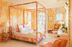 Caitlin And Emily Argue About Canopy Beds (And Discover The Secret To Making Them Work With Regular Height Ceilings) - Emily Henderson Kips Bay Showhouse, Home Fountain, Palm Beach Resort, Summer Bedroom, Warm Colour Palette, Mediterranean Style Homes, Highland Homes, Master Bedroom Design, Master Suite