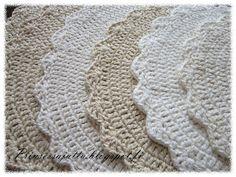 Prinsessajuttu: Kattausliinat (ohje) Blanket, Knitting, Rugs, Home Decor, Crochet Round, Paths, Crocheting, Tejidos, Princess