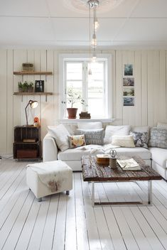 white floorboards look so fresh Home Living Room, Living Spaces, White Floorboards, Style Deco, White Rooms, Home And Deco, Living Room Inspiration, Home Fashion, Home Furniture