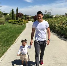 James Rodriguez and his daughter James Rodriguez, Neymar Jr, Football Boys, Football Players, Cristiano Ronaldo, Real Madrid, Well Dressed, My Boys, Champion
