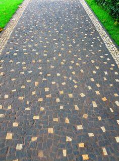 Simple dots.  Goiania Brazil Garden Stones, Garden Paths, Floor Patterns, Pathways, My Dream, Brazil, Floors, Portugal, House Plans