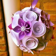 Esfera de rosas y flores de origami
