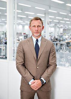 Daniel Craig 2015 foi ano de Spectre, novo filme da saga 007. Isso quer dizer que vimos muito Daniel Craig por aí. E sempre muito bem vestido, é claro. Mostrando que de nada adianta ser o espião mais elegante do mundo sem seguir o mesmo padrão fora das telas.