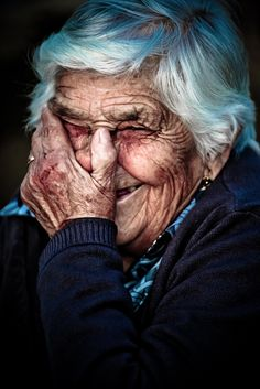 Old lady laughing by Vasco Casquilho, via 500px