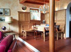 Cozy dining area. Eckbank.