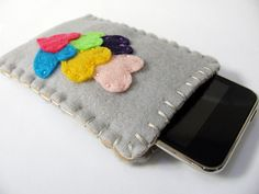 Felt iPod Cozy with Back Pocket for Ear Bud Storage - Heart Applique by The Curious Pug, via Flickr