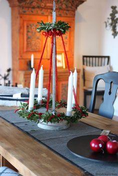 Yule Tree Centerpiece Swedish Christmas, Christmas Room, Woodland Christmas, Cozy Christmas, Scandinavian Christmas, Modern Christmas, Primitive Christmas, Rustic Christmas, Beautiful Christmas