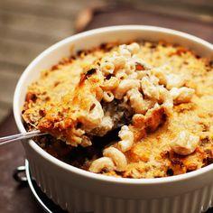 Makaronilaatikko - 'Macaroni casserole' (macaroni, mince beef, white sauce) - the ultimate comfort food Mince Recipes, Crockpot Recipes, Cooking Recipes, Finland Food, My Favorite Food, Favorite Recipes, Macaroni Casserole, Nordic Recipe, Finnish Recipes