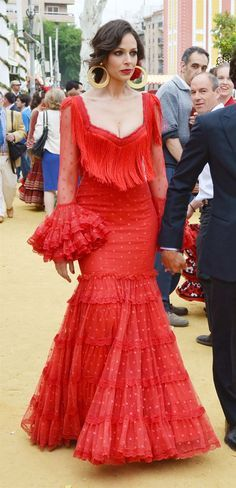 feria de sevilla eva gonzalez - Google Search Flamenco Costume, Flamenco Dresses, Spanish Dress, Mode Simple, Havanna, Spanish Fashion, Formal Gowns, Traditional Dresses, Colorful Fashion