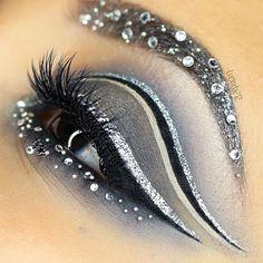 Eye Makeup Tips.Smokey Eye Makeup Tips - For a Catchy and Impressive Look Makeup Art, Lip Makeup, Beauty Makeup, Makeup Cosmetics, Makeup Ideas, Eyeshadow Makeup, Creative Eye Makeup, Eye Art, Fantasy Makeup