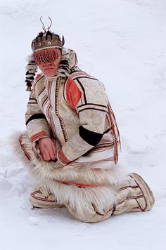 Velodeya Turdalgin, a Nganasan man, wearing traditional clothing and a Shaman's headdress. in snow Taymyr, Northern Siberia, Russia North Asia, Indigenous Art, First Nations, World Cultures, Historical Costume, Headdress, Asian Art, Traditional Outfits, Mongolia