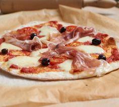 Manche Hefeteige mögen es kalt - zum Beispiel der echte Pizzateig. Im Kühlschrank vermehrt sich die Hefe langsamer, der Teig wird schön elastisch und mild....