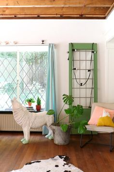 MY ATTIC voor vtwonen / binnenkijker / home tour / woonkamer / groen / greens / plants Fotografie: Marij Hessel