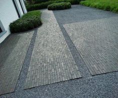 Tone-intone surface with dark pebbles and slightly lighter brick areas. Minimalistic garden design By Kevin Mampay. Modern Landscape Design, Landscape Plans, Modern Landscaping, Landscaping Tips, Landscape Architecture, Garden Landscaping, Garden Paving, Landscaping Supplies, Unique Plants